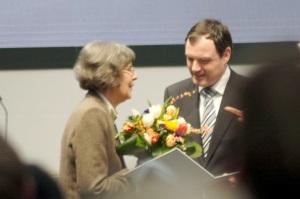 Barbara Conrad erhält verdienter Maßen den Preis für die beste Übersetzung für ihre Mammutaufgabe ©Anders Balari