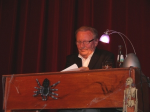 Jo Brauner gelingt es spielend sein Publikum mitzureißen. (Foto: Laila Mahfouz)