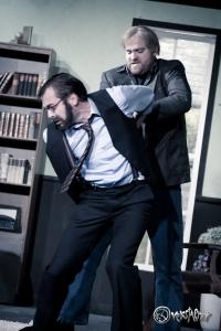 Kriminalinspektor Anderson will Richard Bellamy verhaften. Foto: Anders Balari