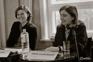 Mit viel Humor im Interview: Judith Schalansky und Sibylle Lewitscharoff. Foto: Anders Balari