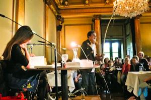 Zwischen den Leseteilen bezaubert Eduardo Macedo mit brasilianischer Musik. Foto: Laila Mahfouz