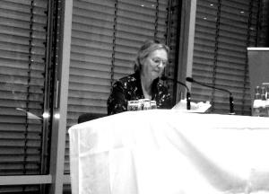 Elke Heidenreich las ausdrucksstark verschiedene Geschichten aus der Anthologie. Foto: Sabine Sevinς