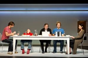 Das Publikum spürt es sofort: Dies ist eine schrecklich nette Familie! © Oliver Fantitsch